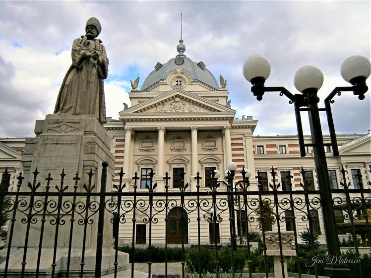 Coltea Hospital and statue of Mihai Cantacuzino